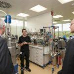 Führung durch das neue Labor der Abteilung Molekulare Biotechnologie