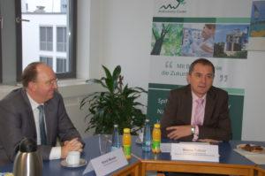 Staatsseketär Marco Tullner (rechts im Bild, mit BioEconomy-Vorstand Horst Mosler)betonte das Bekenntnis des Landes Sachsen-Anhalt zur Bioökonomie