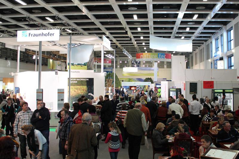 Natur nachhaltig nutzen war das Motto des Gemeinschaftsstandes der Fraunhofer-Gesellschaft auf der nature.tec 2014