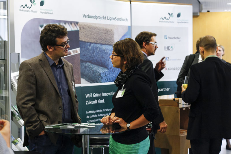 Am Stand des BioEconomy Clusters bei der naro.tech 2014