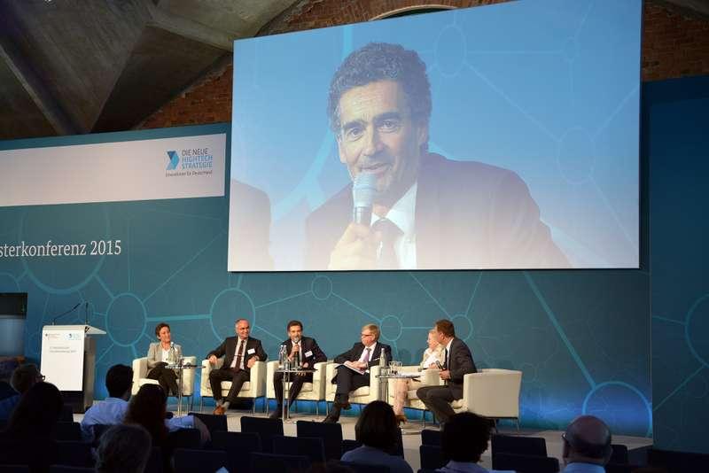 Christophe Luguel vom Cluster Industries & Agroressources (Frankreich) im Gespräch mit Experten zur Internationalisierung