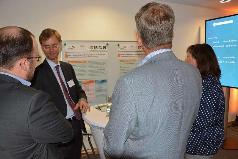 """Prof. Dr. Markus Pietzsch von der Martin-Luther-Universität Halle-Wittenberg erläuterte das Best-Practice-Beispiel """"Erweiterung eines Studiengangs"""""""